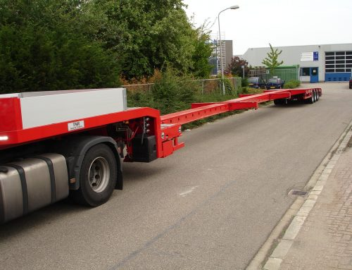 Triple extending low loader